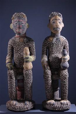 Paar grote kraalvormige Bangwa-beelden