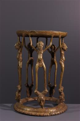 De prestigieuze bronzen tab van Tikar