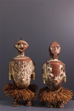 Paar relikwiestandbeelden Ambete, Mbete