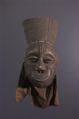 Masker Lwena Mukishi wa Pwo