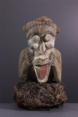 Mambila Tadep standbeeld
